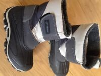 Black and grey kid's snow boot