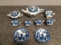 Chinese patterned teapot etc