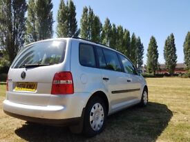 Volkswagen Touran 1.6fsi petrol 2004 VGC Well looked after with FSH.