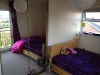 Lovely Large Double Room with Water Views in Atlantic Wharf
