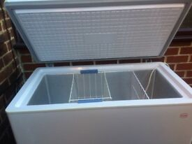 LARGE SIZE SWAN CHEST FREEZER IN GOOD WORKING CONDITION.