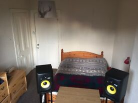 Spacious Double Room to rent in Partick