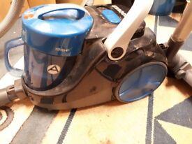 Hoover Blaze Pet Bagless Vacuum Cleaner 850W.