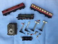 Hornby CARDIFF CASTLE train and bundle