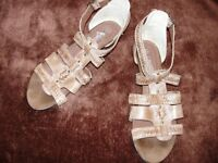 """""""NEW LOOK"""" FAB STRAPPY SANDALS...SIZE 8"""