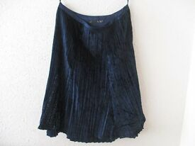 GIVe Skirt in Navy Blue