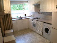 2/3 bed apartment with balcony in kilburn ... great bargain ... perfect for students !!!