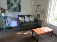 Bright studio annexe with ensuite & kitchen. 7miles from Oxford
