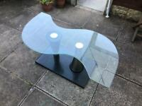 Glass coffee table excellent condition no damage