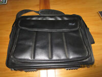 Trust Laptop Computer Bag for 17in Laptop