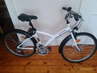 BTWIN - Medium size city bicycle with comfortable seat (2 cable locks and lights included)