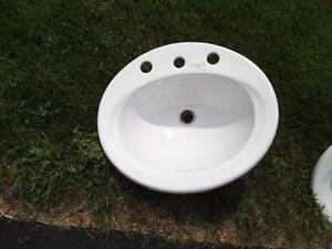 Porcelain bath basin