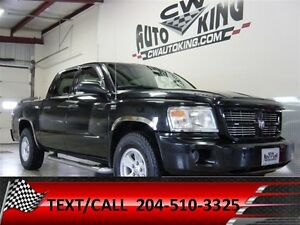 2009 Dodge Dakota SXT / Crew Cab  4x4 / Loaded / Financing