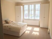 Huge thee double bedroom, two bathroom flat in West Kensington