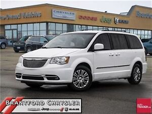 2014 Chrysler Town & Country Touring-L   Leather Seats   Rear Ba