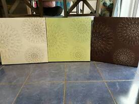 Set of flowered patterned Canvases
