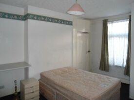 1 BED FLAT FULLY FURNISHED /NEWLY REFURBISHED ,QUIET,£80 pw