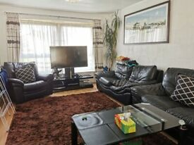 Spacious 4 Bedroom Flat Located in E3 with Separate Spacious Living Room