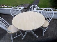 ROUND DINING ROOM TABLE AND 4 CHAIRS IN EXCELLENT CONDITION
