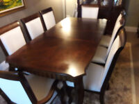 Stunning Walnut Veneer & Solid Wood Dining Room Table, 8 chairs and matching Display Cabinet/Hutch