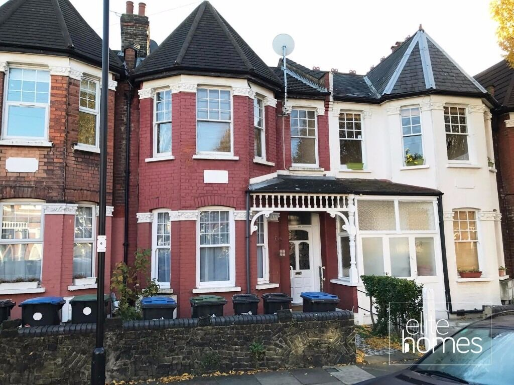 Large 2 Bedroom 1st Floor Flat In Palmers Green, N13, 2 Minute Walk to Palmers Green Station