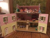 REDUCED PRICE!!! Dolls house with guests