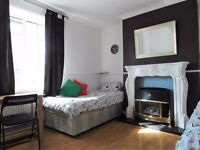 Twin or triple room available in Bromley by bow station. £200-£255pw all incl