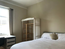 Spacious room in a convenient Clifton Flat to rent