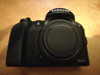 Samsung NX10 Bridge Camera nearly perfect, low count, barely used, bundle kit DSLR, APS-C