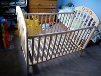 Mamas and Papas cot £20