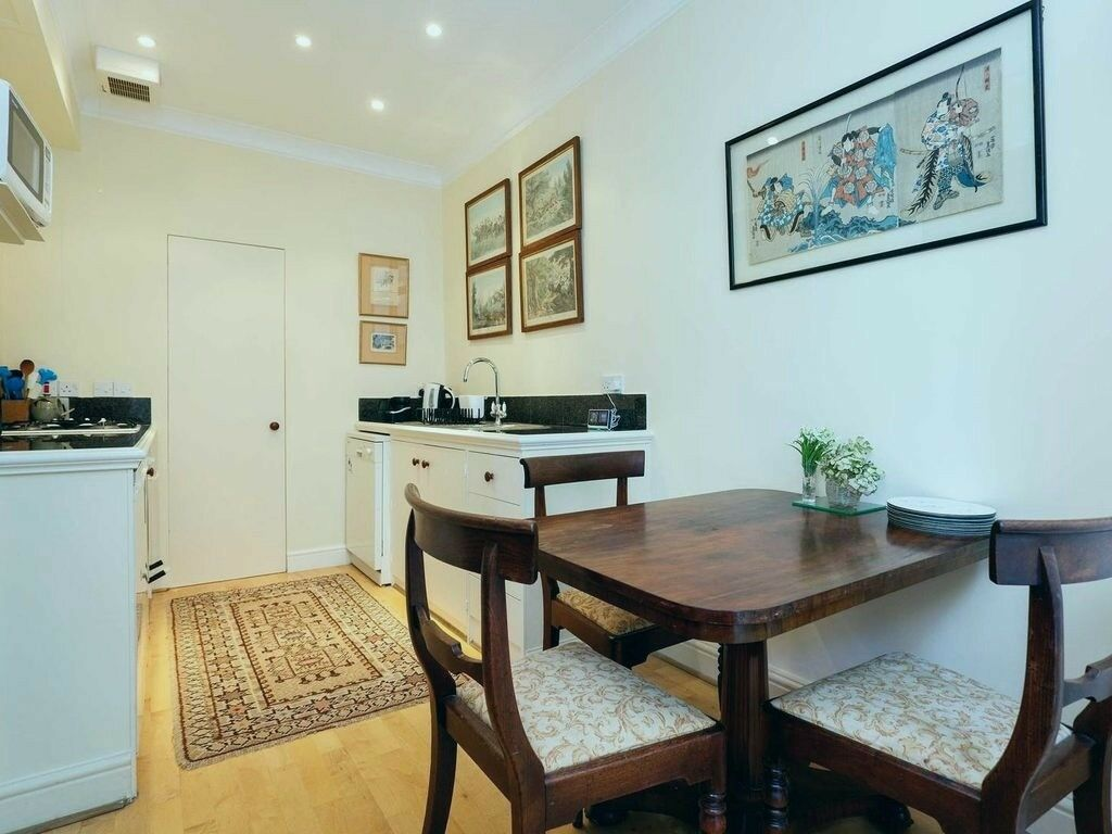 Classic Style Two Bed Home in Westminster - 10mins from Victoria ...