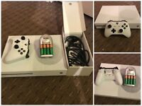 White Xbox One Console with one pad £130 ONO