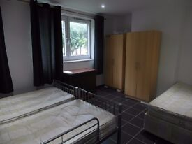 Twin or triple room available now in Mile End station. £210pw all included!