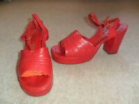 Size 5 vintage 1970s red platform style sandals