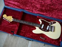 Fender Squier MUSTANG Vintage Modified electric guitar with bridge upgrade & hardcase