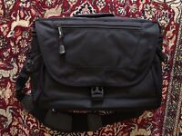 Calumet Camera Bag - Like *New* (Black, Shoulder Bag)