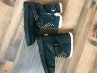 UGG boots girls. Size 13.