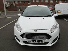 White Ford Fiesta Zetec. 5 Door. 63 Plate 28000 miles. Excellent condition