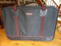 2 Suitcases, AIRKING. Good condition, wheels.