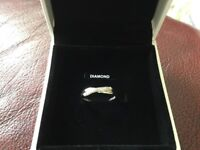 Ladies white gold ring size m