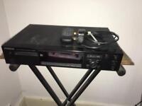 Kenwood DM–3090 MiniDisc recorder/player, remote/minidiscs