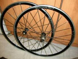 A set of 700 c vision team 30 Road bike wheels