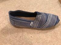 Men's TOMS Shoes - SIZE 8