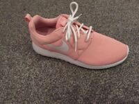 Nike Roshe 1 woman's size 6