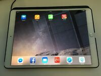 iPad Pro 10.5 256GB wifi & celluar 4G Colour silver latest iPad released early June.3 days old.new