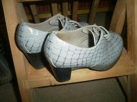 Ladies Doc Martens Platform Shoes (Size 6)