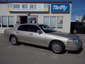 2011 Lincoln Town Car Signature Limited Luxury / Executive