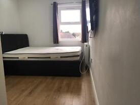 Near Chigwell Station Double Room with TV And ALL BILLS INC