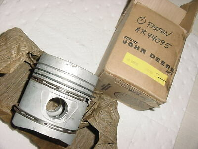 New Old Stock Genuine John Deere Piston W Rings Ar44095