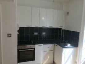 1 Bed Flat in Cirencester Town Centre with off road parking
